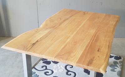 Baumkantentisch Akazie 140 cm lang - 2,6 cm stark